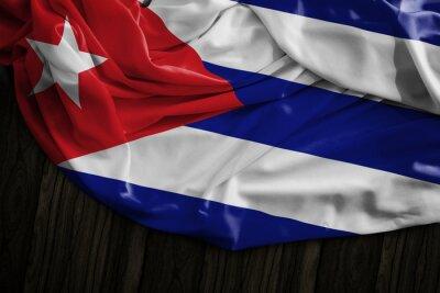 Obraz Kubánská vlajka na dřevěném stole