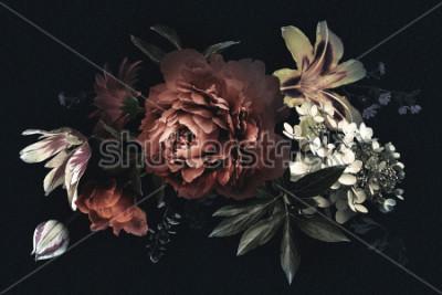 Obraz Květinová vinobraní karta s květinami. Pivoňky, tulipány, lilie, hortenzie na černém pozadí. Šablona pro návrh svatebních pozvánek, pozdravy pozdravů, vizitky, dekorace