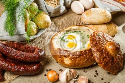 Kyselá polévka v chlebu s vejcem na Velikonoce