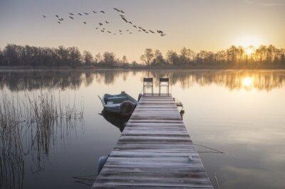 Obraz loďka zacumowana Zíma se drewnianego pomostu