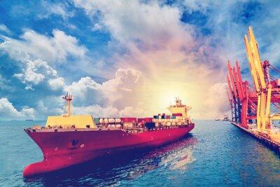 Obraz Logistika a přeprava mezinárodního kontejneru Nákladní loď s porty jeřábový most v přístavu pro logistické dovozní exportní zázemí a dopravní průmysl .. Vintage barva.