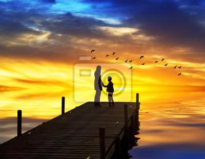 Obraz madre e hijo cogidos de la mano en el Embarcadero