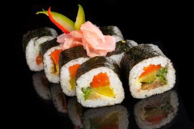 Obraz Maki sushi sloužil na černém pozadí