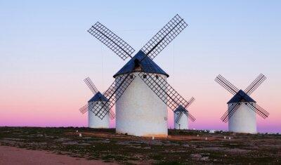 Obraz Málo větrné mlýny na pole v noci