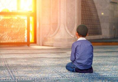 Obraz Malý chlapec v mešitě