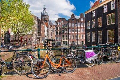 Obraz Město Amsterdam s koly na mostě v Holandsku