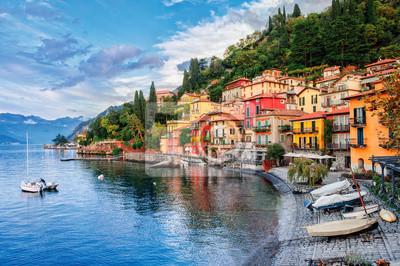 Město Menaggio u jezera Como, Milán, Itálie