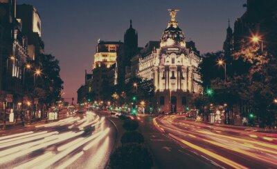 Metropolis budova v noci, Madrid.
