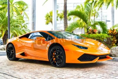 Obraz Miami, Florida, USA-19.února 2016: Supercar Lamborghini Aventador oranžová barva zaparkoval vedle Ocean Drive South bech v Miami na Floridě. Lamborghini je známý drahý automobilový auto značky