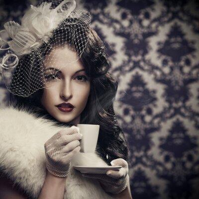 Obraz Mladá krásná retro dáma pití kávy