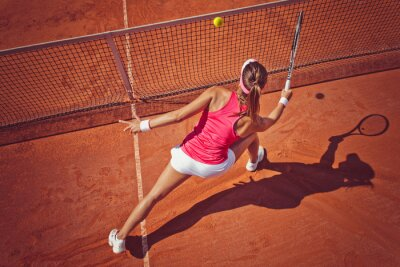 Obraz Mladá žena hraje tennis.High úhel view.Forehand salvu.