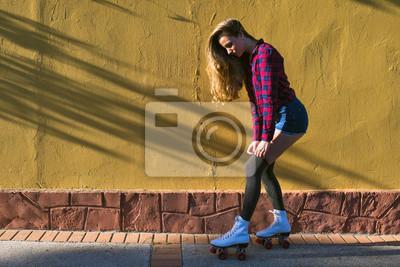 Obraz Mladá žena v kolečkové brusle
