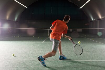 Obraz Mladý tenista kope bal