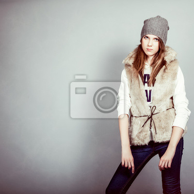 móda dívka v zimním oblečení