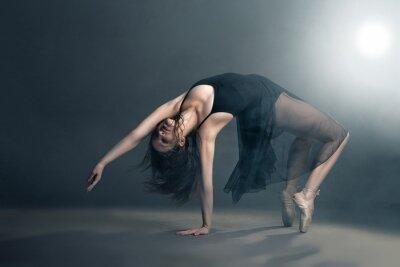 Obraz Moderní styl tanečnice na šedém pozadí