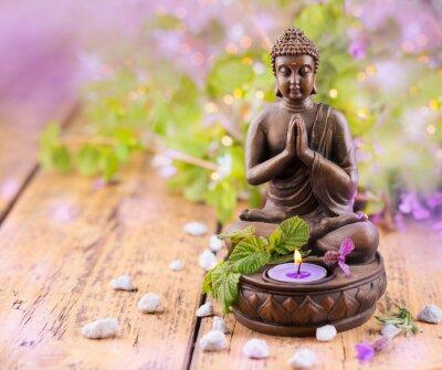 Obraz Modlit se Buddha se svíčkou a levandule