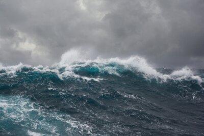 Obraz mořské vlny během bouře v Atlantském oceánu