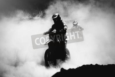 Obraz Motocross racer urychlit v prachu stopy, černá a bílá, vysoký kontrast fotografie
