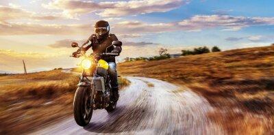 Obraz Motorrad Fahrt auf freier Landstrasse in den Sonnenuntergang