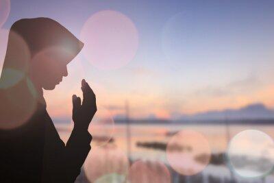 Obraz Muslimská žena modlit se a Krásné pozadí ..