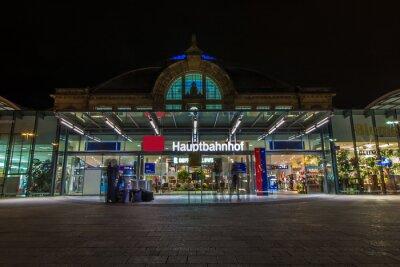 Obraz Nachtaufnahme des Bahnhofes v Halle Saale