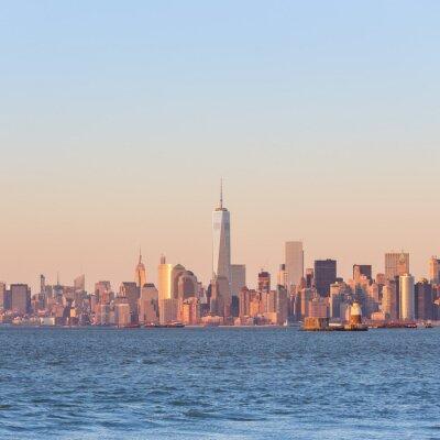 Obraz New York City Manhattan centru panorama při západu slunce s mrakodrapy osvětlené přes Hudson River panorama. Náměstí složení, copy space.