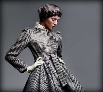 Obraz Nostalgia. Romantic Lady v klasickém Coat. Modelky styl