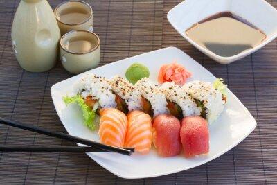 Obraz oběd s sushi misky