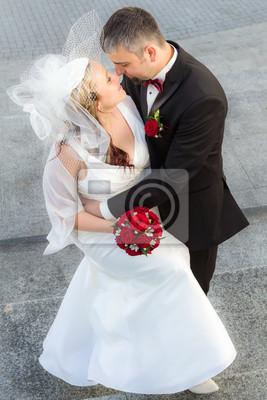Objímání mladý pár v lásce
