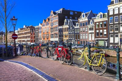 Obraz okouzlující Amsterdam. kanály a kola