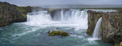 Obraz panorama vodopád s mraky na Islandu