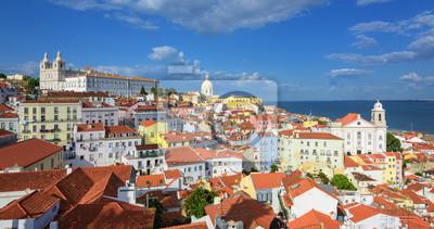 Panoramatický pohled na Alfama čtvrtletí, Lisabon, Portugalsko
