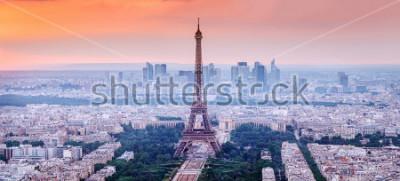 Obraz Paříž, Francie. Panoramatický výhled na panorama Paříže s Eiffelovou věží v centru. Úžasné scenérie západu slunce s dramatickou oblohou.