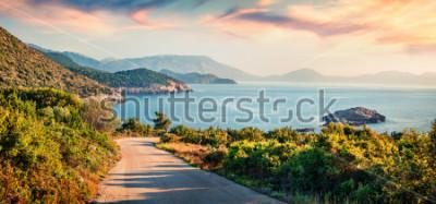 Obraz Pláž Cesta do Ierussalim. Malebná ranní přímořská krajina v Jónském moři. Působivý východ slunce na ostrově Kefalonia, Řecko, Evropa. Cestování pozadí koncepce.