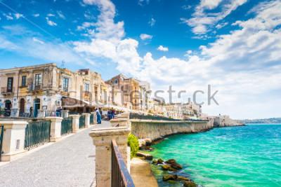 Obraz Pobřeží ostrova Ortigia ve městě Syrakusy, Sicílie, Itálie. Krásná fotografie z Sicílie.
