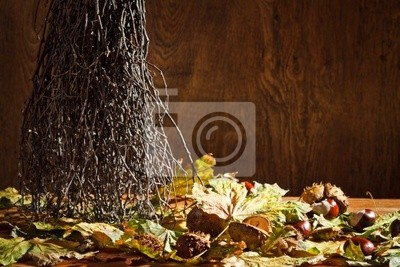 Podzimní zúčtování v suterénu na dřevěné bakground