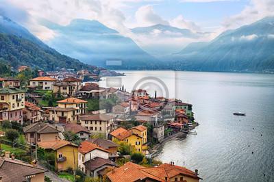 Pohled na jezeře Como, Milán, Itálie, s Alp v backgrou