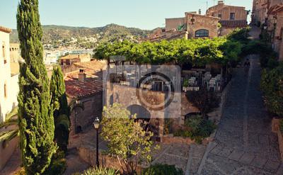 Pohled na Tossa de Mar od hradu.
