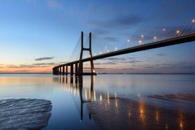 Obraz Ponte Vasco da Gama ao anoitecer com ILUMINAÇAO.