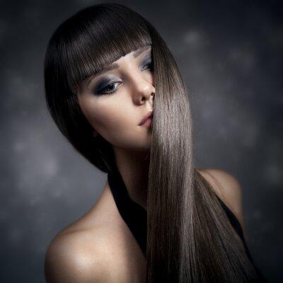 Obraz Portrét krásná brunetka žena s dlouhými rovnými vlasy