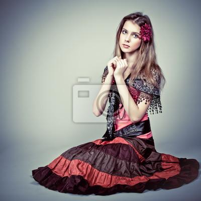 Portrét krásné dívky cikán