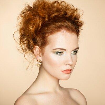 Obraz Portrét krásné smyslné ženy s elegantní účes