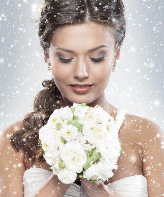 Obraz Portrét mladé nevěsty drží kytici květin