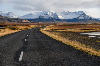 Obraz Prázdné silnici na začátku zimy Islandu