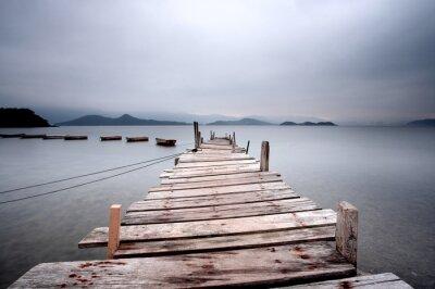 Obraz Při pohledu přes molo a loď, tmavě tón.