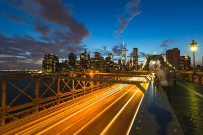 Obraz Provoz na Brooklynský most v New Yorku za soumraku