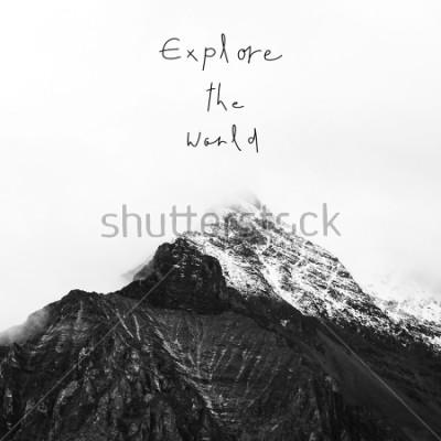 Obraz Prozkoumat svět. Inspirativní citace na sněhu v Yading národní rezervaci, Daocheng kraj, provincie Sichuan, Čína.