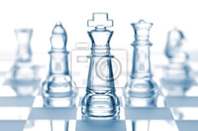 průhledné sklo šachy izolovaných na bílém