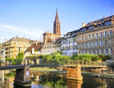 Quais de Strasbourg, katedrála en arrière plánu