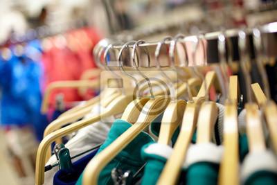 Ramínka v obchodě s oblečením.